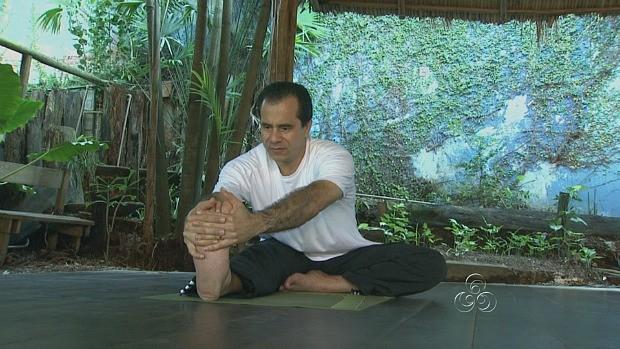 Exercício relaxa, corrige a postura, dá mais energia e aumenta a flexibilidade (Foto: Bom dia Amazônia)