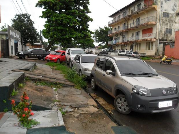 Calçada e rampa Cerest (Foto: Manoel Geraldo Canto/VC no G1)