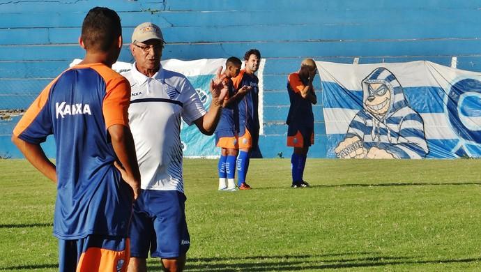 Ênio Oliveira comandará garotada do CSA durante amistosos em 2014 (Foto: Henrique Pereira/ GloboEsporte.com)