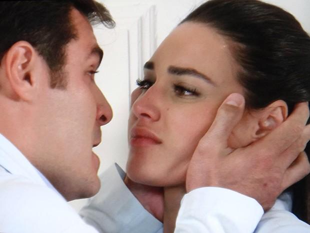 Marcos diz que Sueli não é mulher para casar (Foto: TV Globo)