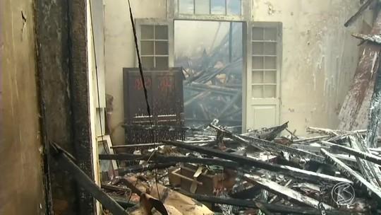 Após incêndio, casarão histórico ameaça desabar em Vassouras
