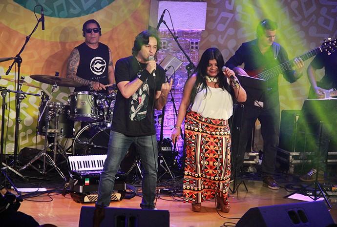 Banda Essence e Márcia Siqueira misturam rock com boi (Foto: Katiúscia Monteiro/ Rede Amazônica)
