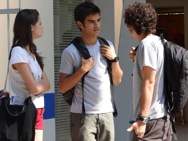 Gil chega e dá mais bronca em Dinho! Será que o garoto vai contar a verdade para Lia? (Foto: Malhação / Tv Globo)