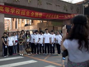 Estudantes chineses em Pequim (Foto: Alexander F. Yuan/AP)