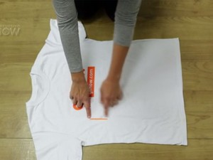 Truque para dobrar uma camisa (Foto: Tv Globo/Gshow)