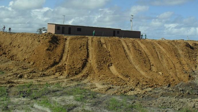 Terraplanagem do Ninho do Galo consiste em nivelar o terrenoo (Foto: Denison Roma / GloboEsporte.com)