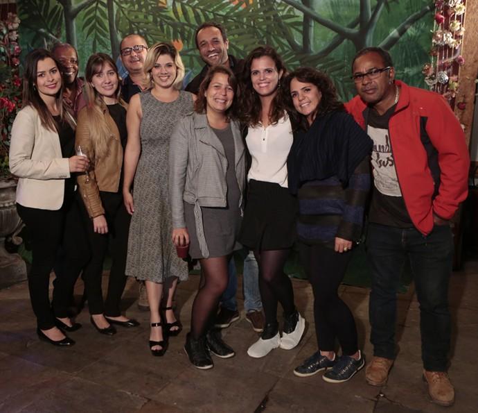 A equipe de cenografia também posa reunida (Foto: Felipe Monteiro/ Gshow)
