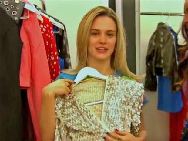 Bianca Bin elege peça preferida do boutique de Vitória (Foto: Vídeo Show / TV Globo)