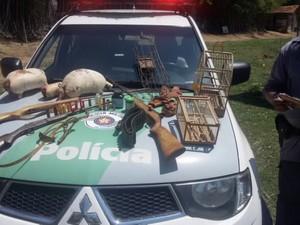 Homem é detido com três animais silvestres em Caçapava, SP (Foto: Divulgação/ Polícia Ambiental)