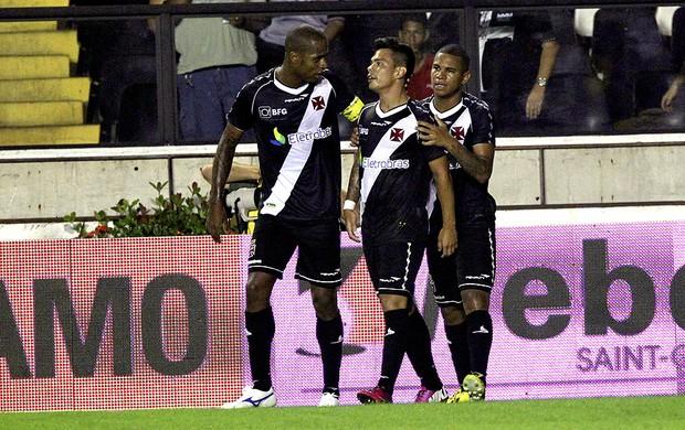 Bernardo comemora gol do Vasco contra o Macaé (Foto: Cezar Loureiro / Agência O Globo)