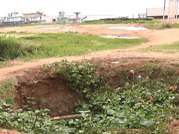 Buraco aumenta de tamanho com período chuvoso. (Foto: Reprodução/TV Tapajós)