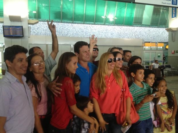 Anunciato Rodrigues foi recebido pelos parentes no aeroporto de Palmas (Foto: Bernardo Gravito/G1)