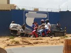 Carro capota em acidente na Estrada de Ribamar e fere três pessoas