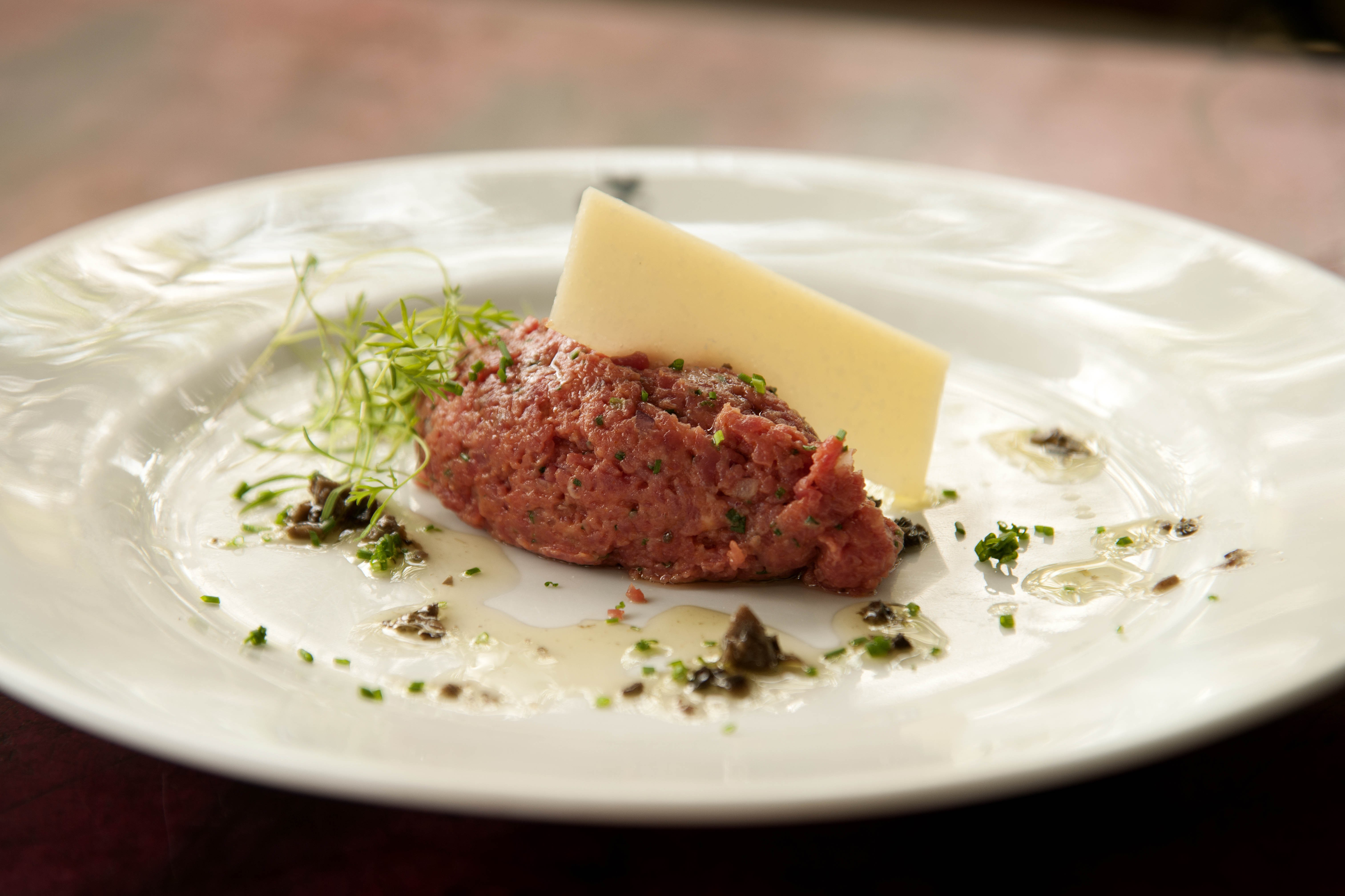 O batuto de carne cruda da Casa Europa (Foto: Rômulo Fialdini)