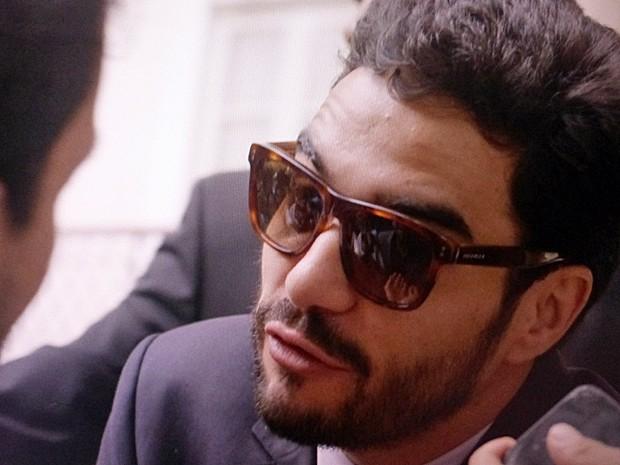 Zé pedro também se defende das acusações (Foto: TV Globo)