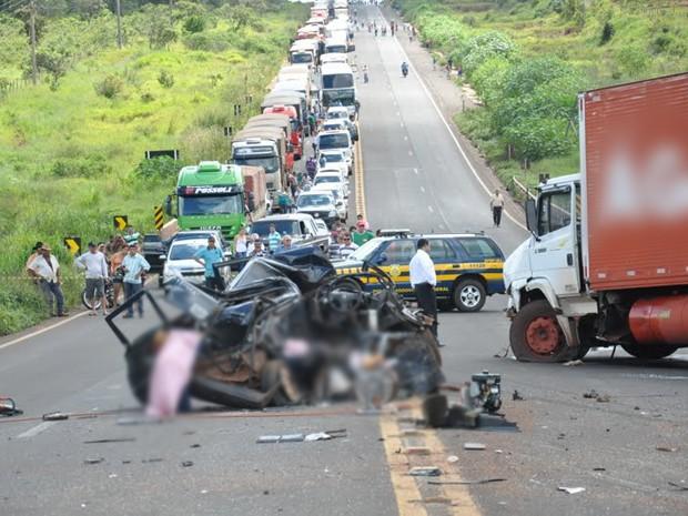 Acidente na BR-163 em Campo Grande, MS (Foto: Tatiane Queiroz/G1MS)