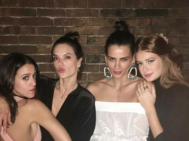 Paula Bezerra de Mello, Alessandra Ambrósio, Fernanda Motta e Marina Ruy Barbosa e em restaurante na Zona Sul do Rio (Foto: Instagram/ Reprodução)