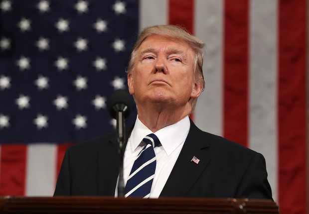 O presidente norte-americano Donald Trump discursa no Congresso (Foto: Jim Lo Scalzo/Getty Images)