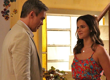 Mari aceita Tomás como seu padrinho de casamento