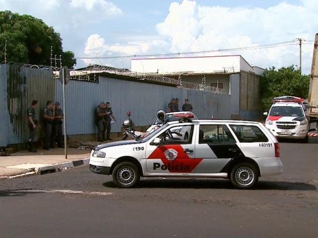 Abordagem aconteceu na Rua São Carlos com a Avenida Mogiana em Ribeirão (Foto: Reprodução/EPTV)