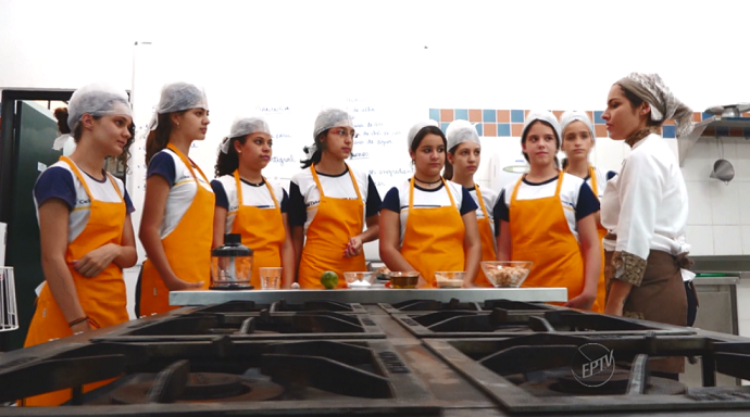 As aulas de Gastronomia dialogam com as demais disciplinas da grade curricular  (Foto: reprodução EPTV)