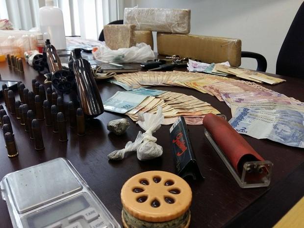 Operação Jogador prende traficante e sócio de boate Gaeco Uberlândia (Foto: Caroline Aleixo/G1)
