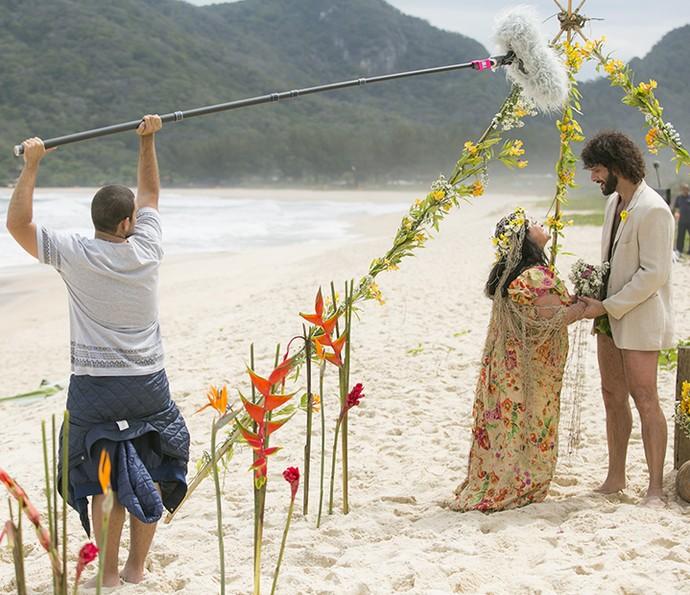 Grace e Guilherme em cena como Teodora e Tarzan no spin-off de Haja Coração (Foto: Raphael Dias/Gshow)