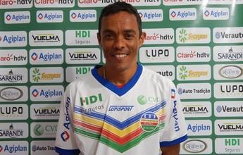 """Ex-Grêmio, Lúcio é apresentado pelo Veranópolis: """"Estou motivado"""""""