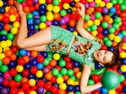 Em homenagem ao Dia das Crianças, a atriz Marcella Ramalho faz ensaio de moda infantil