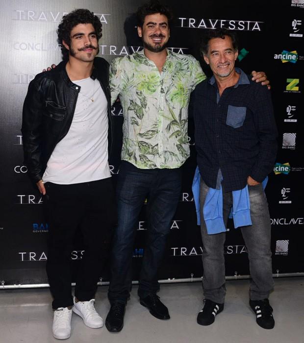 Caio Castro, o diretor João Gabriel e Chico Diaz (Foto: Leo Franco/AgNews)
