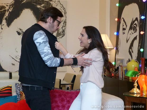 Valdirene ataca Max (Foto: Amor à Vida/ TV Globo)