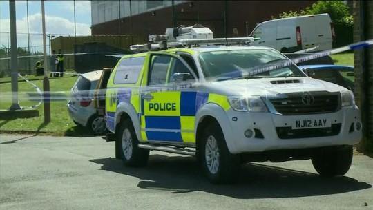 Carro atropela pedestres após evento de muçulmanos na Inglaterra