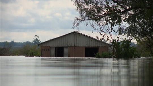 Passa de 5 mil o número de pessoas fora de casa devido ao excesso de chuva no RS