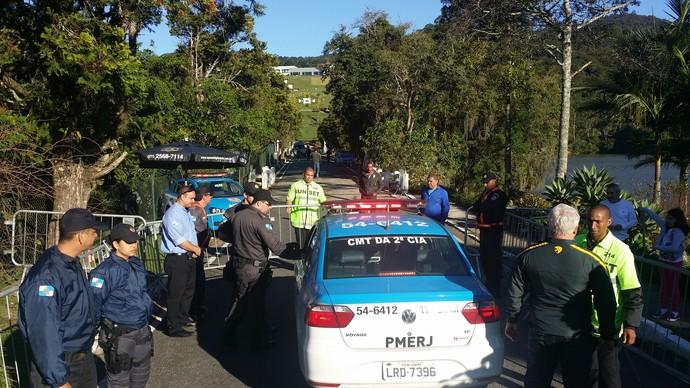 Segurança polícia militar chegada del nero granja comary (Foto: Márcio Iannacca / GloboEsporte.com)