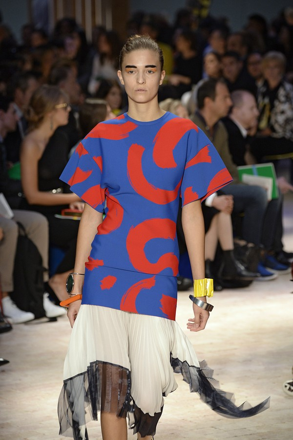 PARIS, FRANCE - SEPTEMBER 29:  A model walks the runway at the Celine Spring Summer 2014 fashion show during Paris Fashion Week on September 29, 2013 in Paris, France.  (Photo by Catwalking/Getty Images) (Foto: Getty Images)