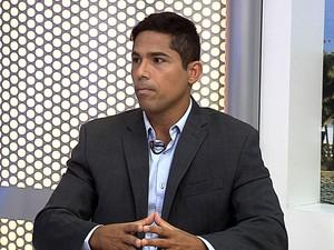 Mário Esteves, candidato a prefeito de Barra do Piraí, participa de entrevista no RJTV (Foto: Reprodução/TV Rio Sul)