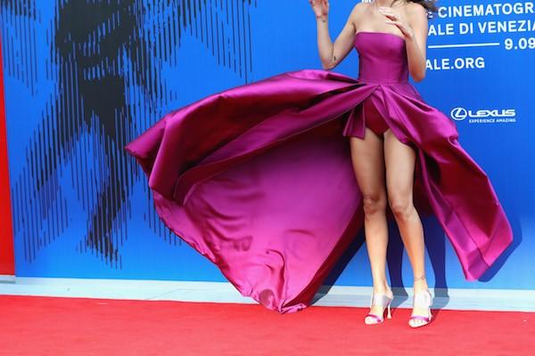 A modelo brasileira Isabeli Fontana durante sua passagem pelo Festival de Veneza (Foto: Getty Images)