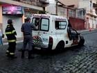 Ambulância pega fogo na região central de Cruzeiro, SP