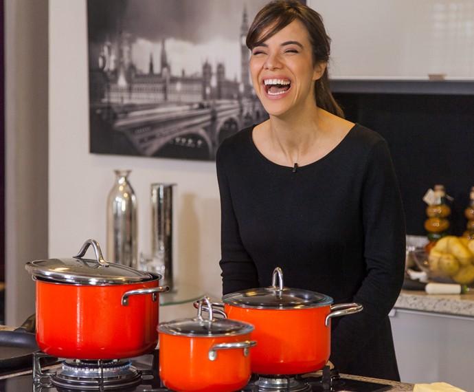 Miá Mello revela que não sabe cozinhar muito bem, mas faz uma pastinha de atum que faz sucesso em casa (Foto: Artur Meninea/Gshow)
