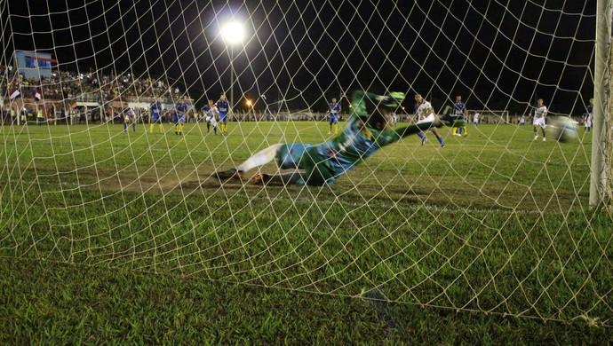O gol de Edycarlos foi decisivo para o Tocantins (Foto: Vilma Nascimento/GloboEsporte.com)