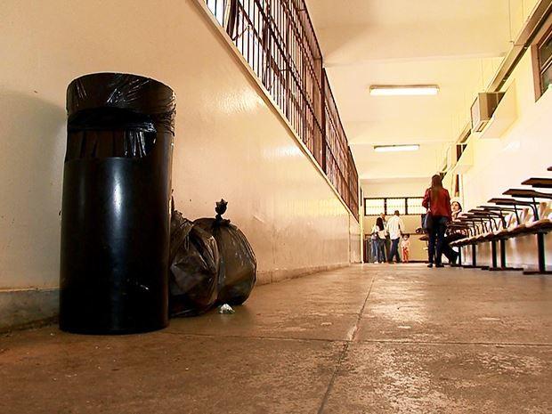 Paralisação de terceirizados reflete em condições do Campus da UFJF (Foto: Reprodução/TV Integração)