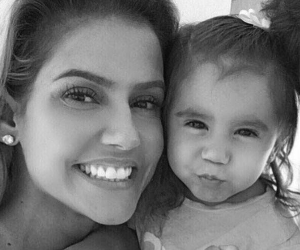 Deborah e a filha, Maria Flor (Foto: Reprodução/ Instagram)