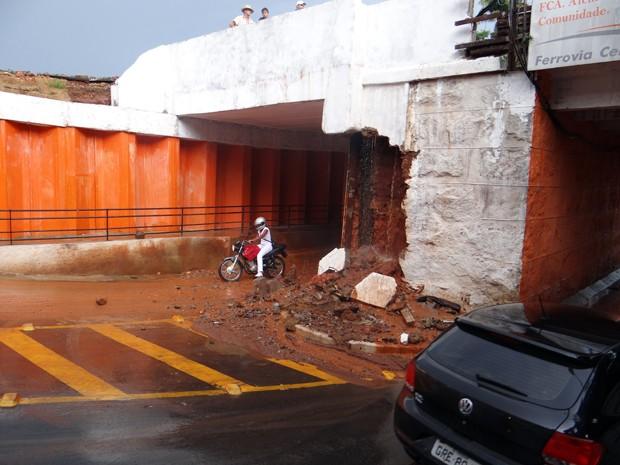 Segundo prefeitura, forte chuva provocou desabamento de parte da estrutura do túnel em Alfenas, MG (Foto: Ascom/ Prefeitura de Alfenas)