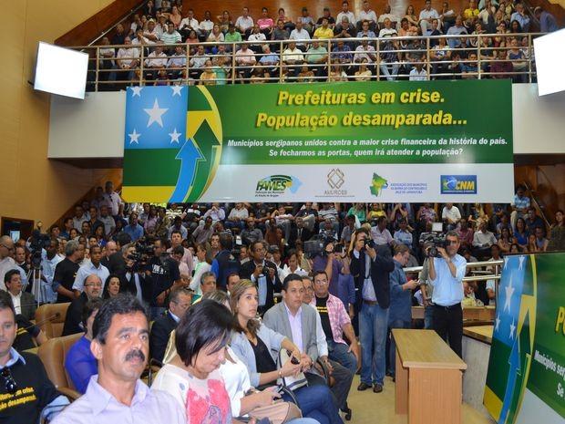 Plenário e galerias lotadas durante ato de prefeitos (Foto: Marina Fontenele/G1)