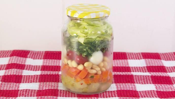Salada em vidro é a receita do Mais Diário deste sábado (26)  (Foto: Reprodução / TV Diário)
