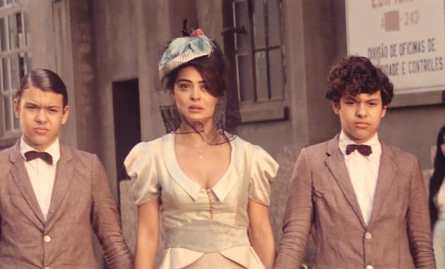 Juliana Paes com os gêmeos Lorenzo e Enrico Rocha (Foto: TV Globo)
