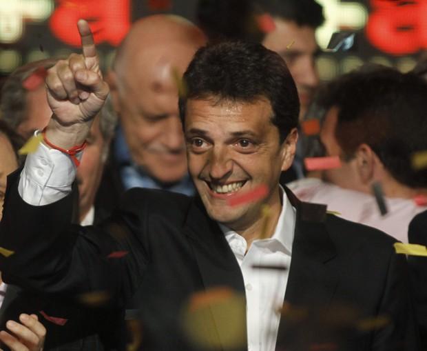 Sergio Massa comemora após os resultados das eleições legislativas em Buenos Aires (Foto: Agustin Marcarian/ Reuters)
