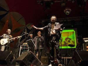 Tom Zé se apresentou em palco montado na Rua Guaicurus (Foto: Maíra Cabral/Divulgação)
