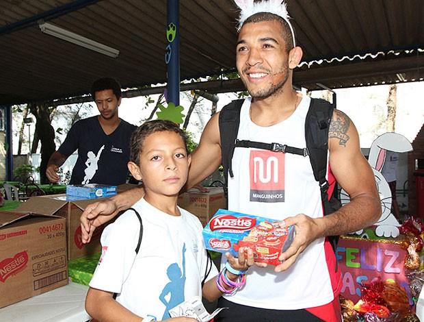 José Aldo e Pedro Rizzo participam de Páscoa beneficente (Foto: Divulgação)