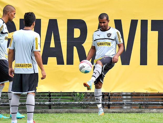 Julio Cesar no treino do Botafogo] (Foto: Fernando Soutello / Agif)